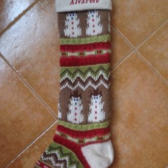 Calcetín navideño bordado.