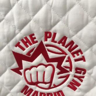 Manta de caballo bordada con Logo.